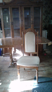 Dining Room table with 6 padded chairs