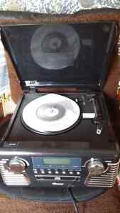 Retro record player with AM/FM/CD player  Stratford Kitchener Area image 2