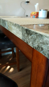 Dining table : Pub style