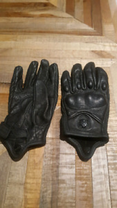 Motorcycle Gloves - Ladies Small $20