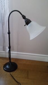 Desk or table lamp with adjustable height
