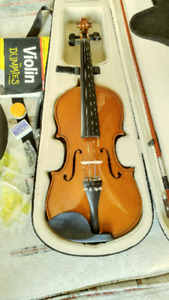 4/4 violin with case and assesories