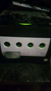 Gamecube with Mario kart double dash and modchip