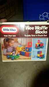 Little tykes block set