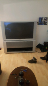 Rear projectoin tv with built in surround sound
