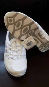 womens sneakers size 6 brand new very soft they are from Walmat