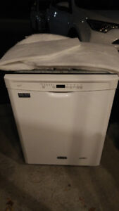 Maytag Dishwasher- Very quiet, perfect condition MDB4949SDH1