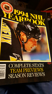 1994 NHL YEARBOOK OFFICAL EDITION LIKE NEW