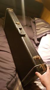 Hardcase de guitare 60$ ferme inutile de négocier