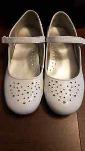 Clearout - Size 2 Girls White George Shoes