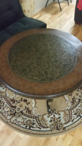Coffee Table for sale - Great Condition - Carpet included