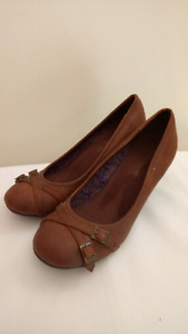 Like New American  Eagle Chestnut Brown Wedges Size 9 1/2