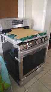 Samsung Gas Oven NX58H5600SS. Brand New 5 Burner