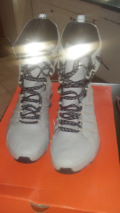 Nike Shocks Boots - Women's size 8.5 NEW PRICE