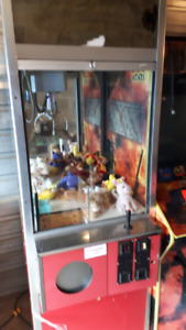 Clean Sweep arcade prize machine . claw machine coin operated