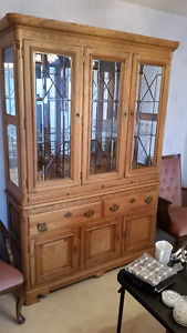 Solid Oak china cabinet, mint condition, MUST SELL