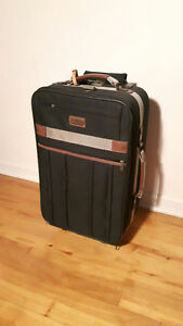 22'' Skyway carry on luggage / valise
