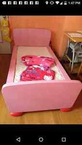 Lit mammut Ikea rose et rouge pour fillette