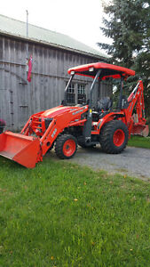 Kubota B26 Tractor With Backhoe *Only 565 Hours. Private Sale
