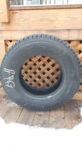 4 excellents pneus Bridgeston Blizzak  W965     225/75/R16