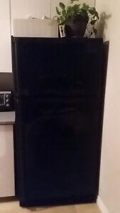Réfrigérateur noir