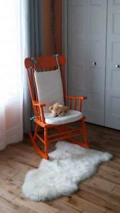 Chaise berçante en bois