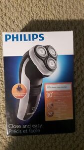 Philips - Close and Easy - Electric Shaver (Model # HQ6996)