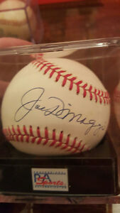 *NEW PRICE* JOE DIMAGGIO SIGNED BASEBALL NEAR MINT - PSA/DNA LOA