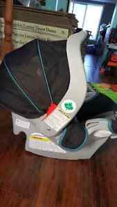 Infant bucket car seat