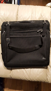 Suit luggage caryon