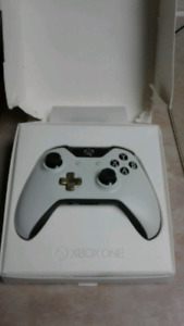 Lunar White Xbox One Controller Limited Edition