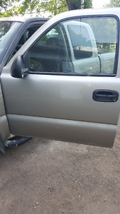 front and rear doors off a 2003 gmc sierra extended cab