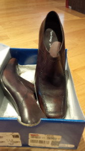Women's Leather Shoes - Size 8 - BRAND NEW