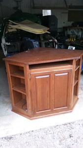 Cornor TV stand