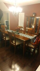 Beautiful 10 Piece Dining Room Table, Chairs, Buffet and Hutch