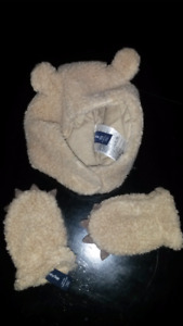 Baby Gap Hat and mitts 6-12 months