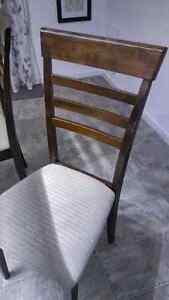 Table a manger 4 chaises, bois et 4 panneaux de verres  de marqu