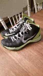 size 8 NIKE basketball sneakers