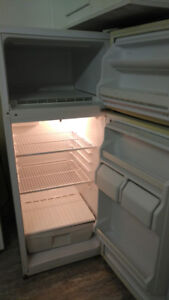 Fridge and Stove - $50 for both - Cheapie Cheapie !