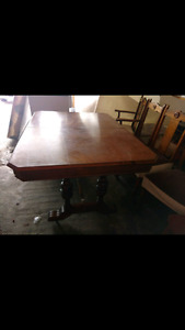 Beautiful kitchen table with 4 chairs