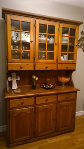 Solid Wood Dinning/KitchenTable with 4 Chairs with Hutch Oakville / Halton Region Toronto (GTA) image 3