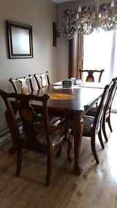 8 seated dinning table