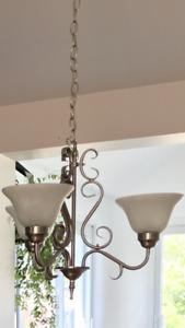 Luminaire suspendue table et luminaire suspendue simple