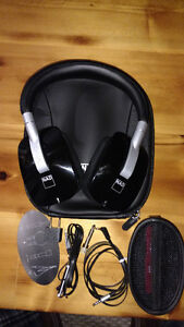 NAD VISO HP50 HEADPHONES WITH HARD CASE