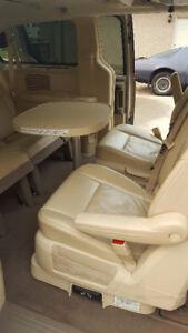 2008 Chrysler Town & Country Limited Minivan, Van
