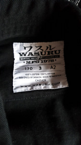 Wasuru martial art uniform, worn once/ uniforme d'arts martiaux