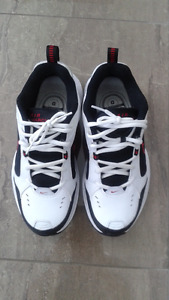 Men Running Nike Shoes Size 7.