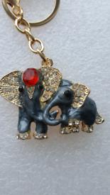 Keys ring holder with elephant family's