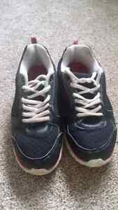 Boys sneakers size 5