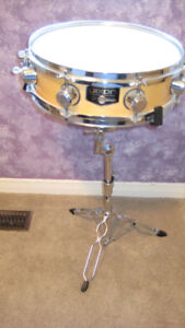 Dixon snare drum with stand